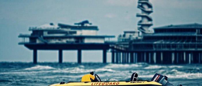Reddingboot voor de pier van Scheveningen