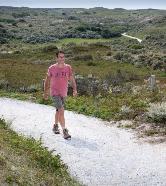 Wandelaar in de Duinen